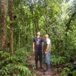 Hiking in the jungle/Caminatas en la selva